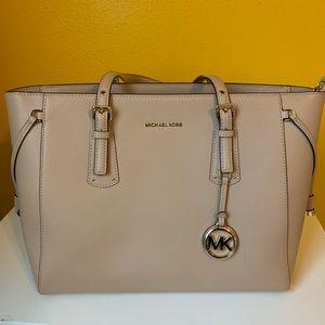 Handbags - Micheal kors tote